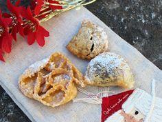 Calzoncelli fritti di Natale-Basilicata. Dolci di Natale della tradizione lucana realizzati con ingredienti di derivazione vegetale. Cannoli, Frittata, Christmas Time, Yummy Food, Bread, Cookies, Chicken, Cake, Desserts