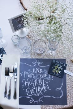 chalkboard placemats & babies breath
