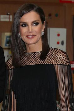 3 December 2019 - King Felipe and Queen Letizia attend the ABC International Journalism Awards in Madrid - top by Hugo Boss Middle Aged Women, Estilo Real, Royal Queen, Laetitia, Special Occasion Outfits, Power Dressing, Queen Letizia, Black White Fashion, Royal Fashion