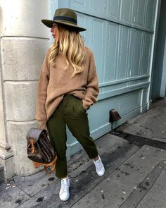 Incredible Olive Green Pants Outfit to Copy - Fashion, Home decorating Army Pants Outfit, Olive Green Pants Outfit, Green Khaki Pants, Jogger Pants Outfit, Olive Pants, Jumper Outfit, Outfits With Green Pants, Green Joggers, Sweater Outfits