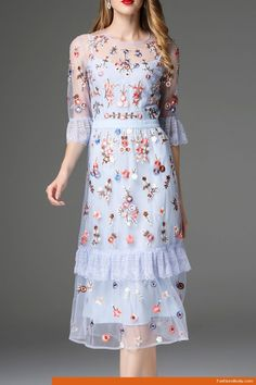 Traditional Batik Dress Ideas To Look Fashionable – Trendy Fashion Ideas Batik Dress, Lace Dress, Vestidos Vintage, Embroidery Dress, Embroidered Dresses, Embroidered Shirts, Floral Embroidery, Dream Dress, Pretty Dresses