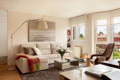 https://www.homify.es/libros_de_ideas/29673/trucos-para-disenar-un-apartamento-pequeno Salón : Salones de estilo moderno de ESTER SANCHEZ LASTRA