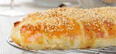 Μια υπέροχη τυρόπιτα με κόκκινες πιπεριές και σπιτικό φύλλο. Μια συνταγή για να απολαύσετε μια από τις αγαπημένες πίτες μικρών και μεγάλων. Για μεγαλύτερη Greek Recipes, My Recipes, Cooking Recipes, Favorite Recipes, Savoury Recipes, Greek Pastries, Filo Pastry, Greek Cooking, Strudel