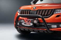 Students at the Skoda Vocational School (SVS) have finished their training year with a bang. The Skoda Mountiaq concept pickup truck was eight months in the making and morphs a Kodiaq SUV into a monstrous-looking truck in brilliant Sunset Orange paint. New Trucks, Pickup Trucks, Off Road Tires, Honda Ridgeline, Volkswagen Group, Gasoline Engine, Vintage Classics, Automotive News, Commercial Vehicle