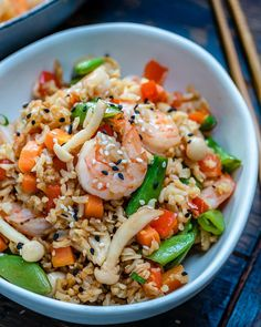 You can make this easy shrimp fried rice recipe in just 20 minutes. It's healthy, super delish and perfect for meal planning. One of the best shrimp fried rice recipes. Shrimp Fried Rice Recipe Video, Shrimp Recipes Easy, Rice Recipes, Keto Recipes, Dinner Recipes, Shrimp Risotto, Family Fresh Meals, How To Cook Quinoa, Food Videos