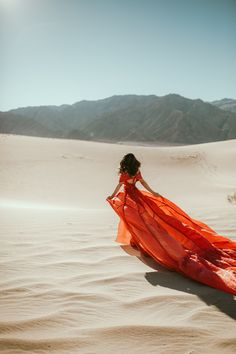 death valley mequite sand dunes photoshoot with red parachute dress Debut Photoshoot, Photoshoot Concept, Photoshoot Themes, Photoshoot Inspiration, Desert Photography, Couple Photography Poses, Girl Photography Poses, Fashion Photography, Parachute Dress