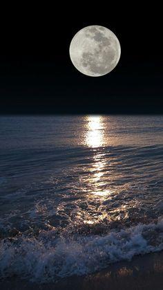 Pin by peter prochaska on hintergrund in 2019 лунный свет, луна, пейзажи Moon Rise, Sun Moon, Stars And Moon, Shoot The Moon, Moon Photography, Good Night Moon, Night Night, Moon Magic, Beautiful Moon