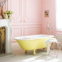 Pastel bathroom with pink walls and yellow bath just so pretty! Romantic Bathrooms, Chic Bathrooms, Beautiful Bathrooms, Bad Inspiration, Bathroom Inspiration, Interior Inspiration, Bathroom Ideas, Bathroom Designs, Bathroom Interior