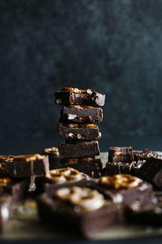 Chocolate Peanut Butter Pretzel Fudge | A simple fudge recipe that combines the 3 best flavors: chocolate, peanut butter and PRETZEL! | thealmondeater.com