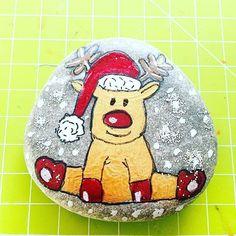 Yeni yıl taşlarım  #dıy #handmade #christmas #newyear #happynewyear #paint #painting #color #colors #home #happy #glitter #stoneart #stonepainting #rockpainting #instagood #instagram #instadaily #instadaily #instamood