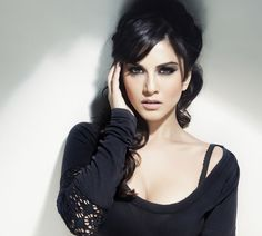 Download Actress Sunny Leone Photos