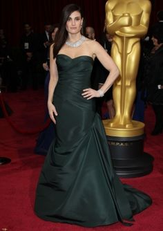 I realize that it would have made more sense to pin the Oscars red carpet before the actual Oscars broadcast, but what can I say? Logic doesn't rule around here: Idina does. (I know. I'm sorry. I'm so sorry for that joke. I'm shutting up now.)