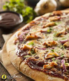 Πίτσα με κοτόπουλο, μπρόκολο και φρέσκο τυρί κρέμα - gourmed.gr
