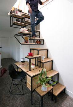 Mesa, escada e nichos, tudo ao mesmo tempo. Sugestão do Studio Mieke Meijer para pequenos espaços