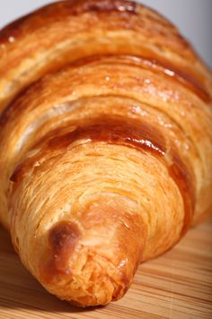 Step-by-step instructions and video for making real french croissant. - Breads and Pastries - Croissant Ideen Homemade Croissants, Making Croissants, Recipe For Croissants, Homemade Breads, French Butter Croissant Recipe, Croissant Pastry Recipe, Gastronomia, French Pastries, Pain Au Chocolat