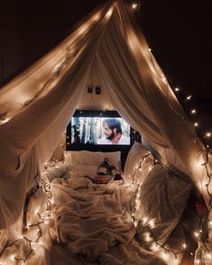 17 Cheesy Relationship Things Every Twentysomething Secretly Wants Date night and a movie under a romantic lit fort blanket Date night ideas for couples Source by circllink summer ideas Sleepover Room, Fun Sleepover Ideas, Ideas For Sleepovers, Cute Date Ideas, Dream Dates, Outdoor Movie Nights, Indoor Movie Night, Backyard Movie Nights, Diy Zimmer