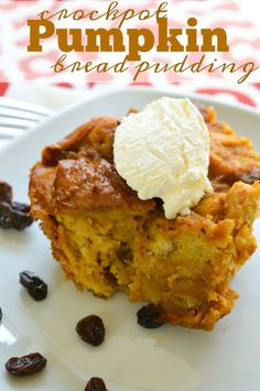 Crockpot bread pudding recipe with pumpkin!! This stuff is amazing and SO easy to make too. Perfect Fall dessert that's like a pumpkin dump cake.