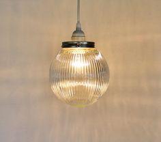 Moon GLOW  Hanging pendentif éclairage luminaire  par BootsNGus, $45.00