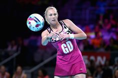 Zanne-Marie Pienaar Photos - Zanne-Marie Pienaar of South Africa makes a pass during the World Series Netball match between New Zealand and South Africa at Hisense Arena on October 2017 in Melbourne, Australia. - World Series Netball Netball, Melbourne Australia, World Series, South Africa, October, Photoshoot, Basketball, Photo Shoot, Photography