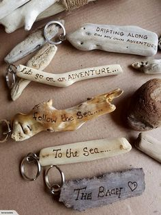Make cool keychains out of driftwood Driftwood Keyrings - Personali . - Make cool keychains out of driftwood Driftwood Keyrings – Personalized Driftwood Projects, Driftwood Jewelry, Driftwood Art, Driftwood Beach, Driftwood Ideas, Painted Driftwood, Wood Burning Crafts, Wood Burning Art, Cool Keychains