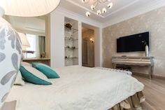 Фото спальня Квартира Luxury Interior, Oversized Mirror, Bed, Furniture, Home Decor, Bedrooms, Decoration Home, Stream Bed, Room Decor