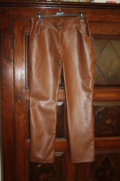 Pantaloni in ecopelle su commissione ispirati a quelli indossati da Jim Morrison durante il live Hollywood Bowl (1968).