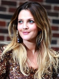 Super Haircut For Round Face Shape Drew Barrymore 32 Ideas Round Face Haircuts, Hairstyles For Round Faces, Latest Hairstyles, Cool Hairstyles, Layered Hairstyles, Celebrity Hairstyles, Hair For Round Face Shape, Womens Health Magazine, Hair And Makeup Tips
