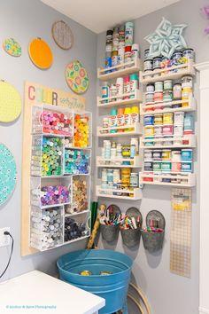 40 Art Room And Craft Room Organization Decor Ideas - artmyideas Craft Room Storage, Craft Room Shelves, Basement Craft Rooms, Pegboard Craft Room, Bedroom Shelves, Bedroom Storage, Art Studio Organization, Room Organization, Notebook Organization
