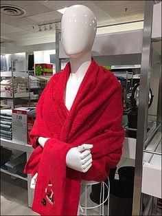 Bath Tub of Bath Towels Display at JCPenney – Fixtures Close Up Towel Display, Visual Merchandising, Bath Towels, Linens, Bathtub, Dresses, Fashion, Standing Bath, Bedding