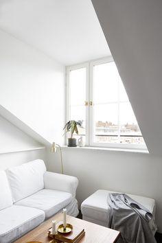 Liten stilren vindsvåning på Södermalm ‹ Dansk inredning och design