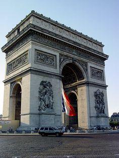 Arc de Triomph #France #Paris #pariscityvision #visiterparis #tour #visit #travel #voyage #tourism #bus #arctriomphe #monument #place #square #charles #gaulle #champselysees