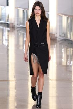 Anthony Vaccarello Fall 2015 Ready-to-Wear Fashion Show - Julia van Os (Women)
