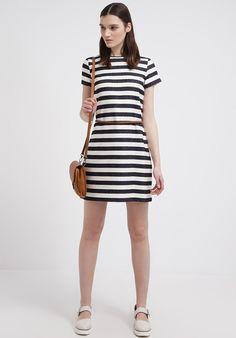 Vestito a righe bianco e nero accessori