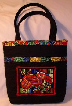 mola incorporated into a tote bag. Applique Designs, Machine Embroidery Designs, Maori Designs, Reverse Applique, Hawaiian Quilts, Quilling Designs, Basket Bag, Fabric Bags, Quilted Bag