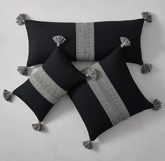 Alpaca Pom-Pom pillow - long kidney for blue chair. one of the squares' for the sofa Cushion Cover Designs, Cushion Covers, Diy Pillows, Throw Pillows, Throw Pillow Covers, Diy Pompon, Rideaux Design, Linen Shop, Decorative Pillow Cases