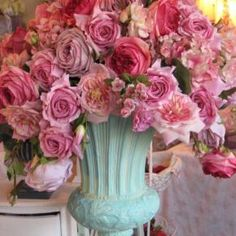 Dawn loves this kind of color combination - she prefers soft colors compared to bright ones.  She would definitely have this kind of urn and vase in her bedchambers.
