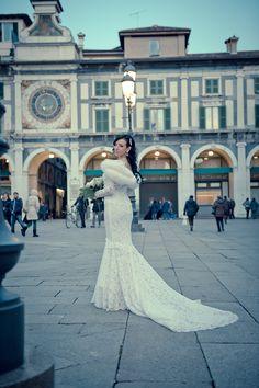 Centro Storico Brescia. Matrimonio 31 Gennaio 2015. Meravigliosa sposa in abito bianco sirena.