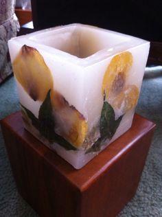 Fanal con incrustaciones de flores
