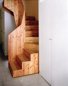 Another pretty standard stair case of 13 steps, but with a big twist! ;-) Look at the space below it.....walk- in storage closet!!!