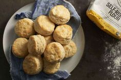 These biscuits are pleasantly crunchy on the outside, moist and tender on the inside. 2 cups King Arthur Unbleached Self-Rising Flour cup cold butter (cut into pats), or shortening to cup cold milk or buttermilk Self Rising Biscuits Recipe, Biscuit Recipe, Recipe King, Baking Powder Biscuits, Biscuit Sandwich, Breakfast Sandwiches, Gluten Free Biscuits, Self Rising Flour, Pizza