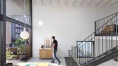 Dit huis in Amsterdam heeft drie verdiepingen en maar één trap