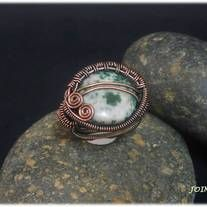 copper wire wrapped ring whit green spot  US size - 8