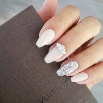cool 38 Delicate Wedding Nail Designs Ideas http://viscawedding.com/2018/01/21/38-delicate-wedding-nail-designs-ideas/