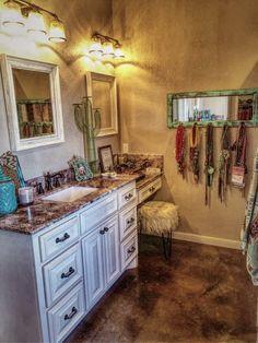 Western home decor - Super Makeup Vanity Rustic Style Ideas makeup Western Style, Rustic Style, Western Theme, Rustic Bathroom Decor, Bedroom Decor, Bathroom Ideas, Farm Bedroom, Nursery Decor, Home Renovation