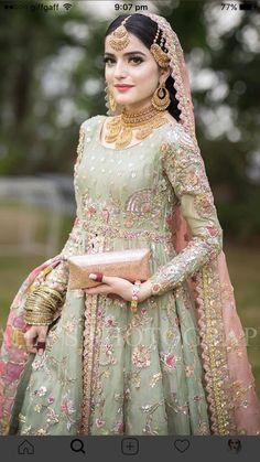 Latest Beautiful Ideas for Mehndi Dresses Pakistani Fashion Party Wear, Pakistani Wedding Outfits, Indian Bridal Outfits, Pakistani Wedding Dresses, Pakistani Dress Design, Pakistani Mehndi, Indian Fashion, Walima Dress, Shadi Dresses