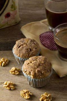 Muffins integrales de manzana, nueces y avena