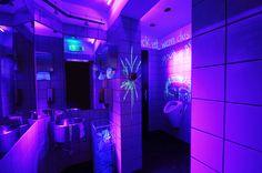 addicted to rock//Vienna//shop design//bar//restaurant//toilet//crazy//black light//surprise