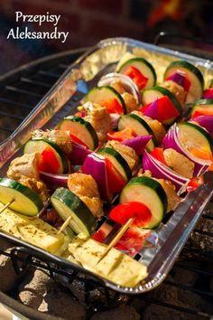 Piękne zdjęcia przeplatają się na blogu ze sprawdzonymi przepisami na: Boże Narodzenie, Wielkanoc, urodziny, rodzinne spotkania, itd. Slow Cooker Bbq, Best Appetizers, Main Meals, Summer Recipes, Cucumber, Zucchini, Grilling, Recipies, Food Porn