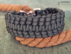 Hammer of Gods - Paracord bracelet - Exclusive Bronze Buckle Mjolnir (Thors Hammer) with silver Rune Sowulo ! For this model, the choice of runes is not available. Runic Compass, Thors Hammer, Brass Buckle, Paracord Bracelets, Edc, Knots, Bronze, Unique Jewelry, Handmade