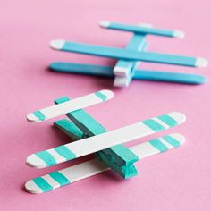 Kids& Craft Stick Airplanes is part of Easy School crafts Kids Crafts - Summer Crafts For Kids, Fun Crafts For Kids, Craft Stick Crafts, Crafts To Do, Diy For Kids, Craft Sticks, Kids Fun, Kids Craft Projects, Kids Airplane Crafts